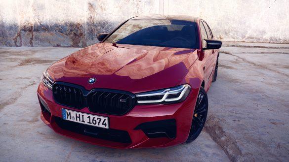 BMW 5er Limousine M von links vorne